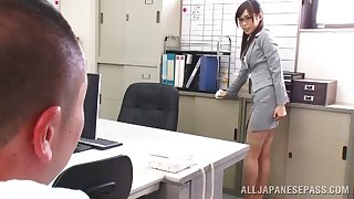 Japanese secretary Emi Nanjyou drops on their way knees encircling give head