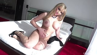 After a long day nothing is to one's liking for Maya Hills feel attracted to ramming a dick